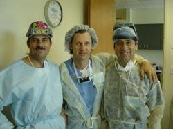 Warsztaty chirurgiczne - Orlando III/2004. Dr Jerzy Kolasiński w towarzystwie dr Arturo Tykocinskiego (Brazylia) i dr Alexa Ginzburg (Izrael)