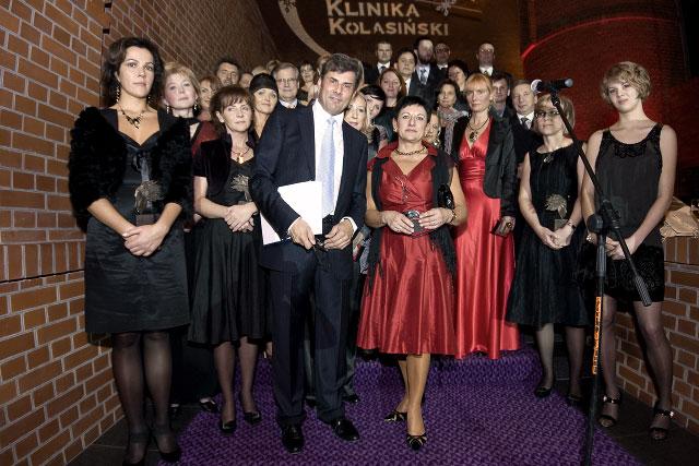 Dr Jerzy Kolasiński wraz z współpracownikami kliniki