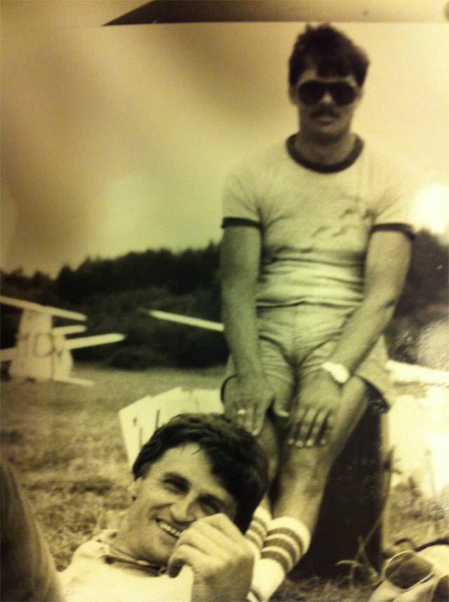 Tadeusz Wrona i Jerzy Kolasiński 27 lat wcześniej podczas 30 Szybowcowych Mistrzostw Polski w klasie standard w Lisich Kątach – 1985 rok