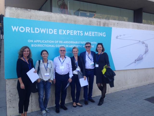 Konferencją nici silhouette soft w Barcelonie, pierwsza z prawej dr Małgorzata Kolenda