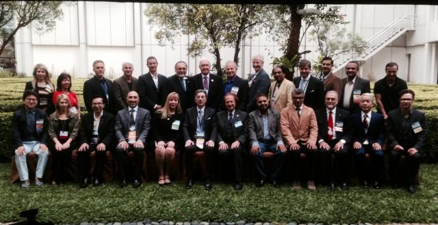 Uczestnicy Global Council: w środku siedzi Prezydent ISHRS - Vincenzo Gambino, czwarty od prawej stoi - dr Jerzy Kolasiński